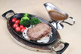 用自动烧烤炉制作铁板牛排