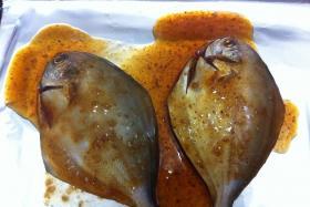 碳烤平鱼的做法_烤平鱼怎么做_碳烤平鱼怎么做才好吃