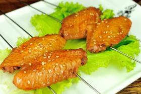 烤鸡翅的做法_四种美味烤鸡翅的做法【食之秀烧烤技术】