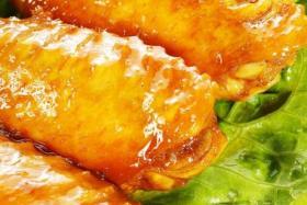 烤鸡翅中的做法_烤鸡翅中怎么做【食之秀烧烤技术】