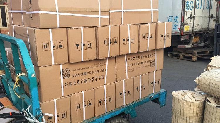 吉林四平王老板订购的43台很久以前木炭自动烧烤炉装车发货中