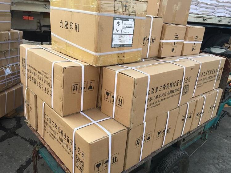 山东威海崔老板订购的29台最新款很久以前木炭自动烧烤炉装车发货中