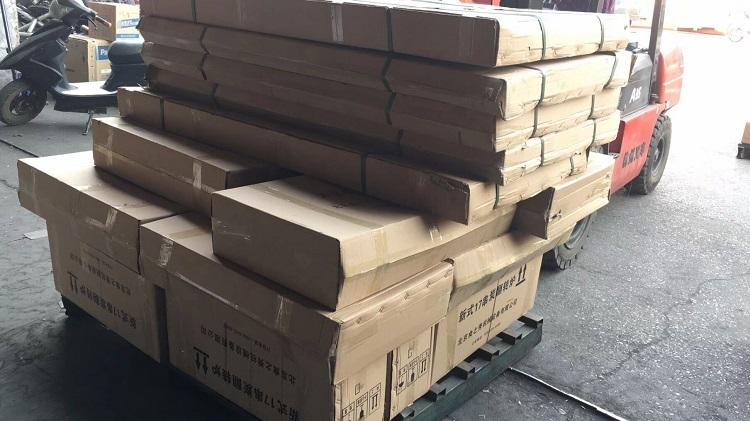 辽宁朝阳宋老板定做的19套不锈钢烧烤桌点炭机养碳炉正在发货中