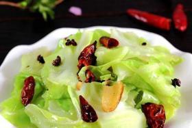 炝炒圆白菜的三种不同做法_家常炝炒圆白菜的做法