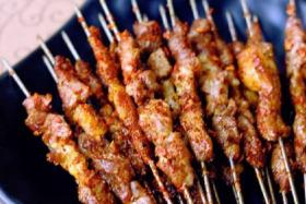 吃烧烤的时候怎么烤串才好吃?串越时光有妙招