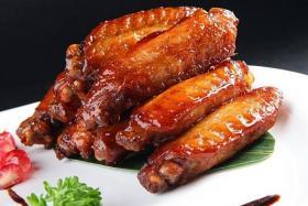 如何用食之秀无烟烧烤机烤制美味的烤鸡翅中_烤鸡翅中的做法