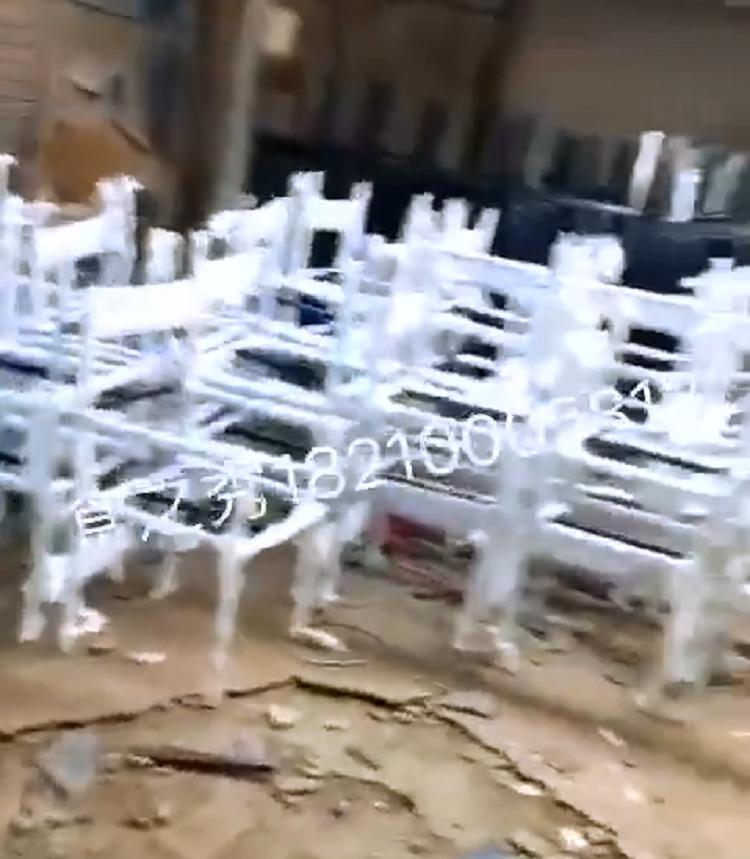 串越时光为苏州殷老板定做的51张铁艺重金属风格椅子装车发货中