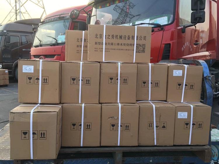 串越时光为广州李老板定做的26台木炭自动升降烧烤炉、养碳炉、餐具配件等装车发货中