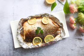 丰茂无烟电烤炉做柠檬烤草鱼肥美和清香的搭配