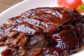 很久以前电烧烤炉做美味可口的烤鸡香烤酱鸡