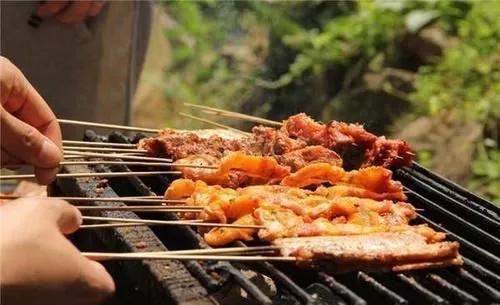 火石山电烧烤炉厂家小编问你你喜欢吃南方还是北方的烧烤