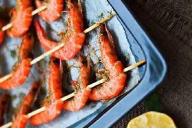 丰茂烧烤小编分享黑胡椒藿香烤虾串烧烤