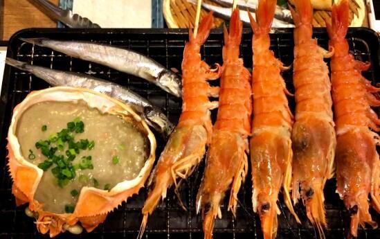 无烟烧烤炉厂家分享花生柠檬酱烧烤大虾的做法