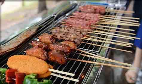 户外木炭无烟烧烤炉烤美食图片