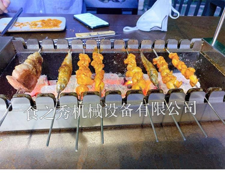 上海三个蒙古大叔烤羊肉串商用全自动翻转碳烤炉,食之秀无烟旋转木炭烧烤机