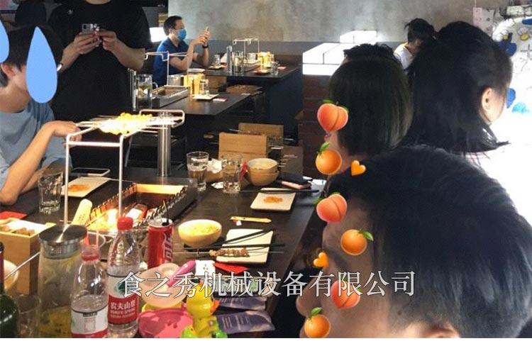 上海三个蒙古大叔烤羊肉串用的炉子哪里能买,上海三个蒙古大叔烤羊肉串用的是什么炉子